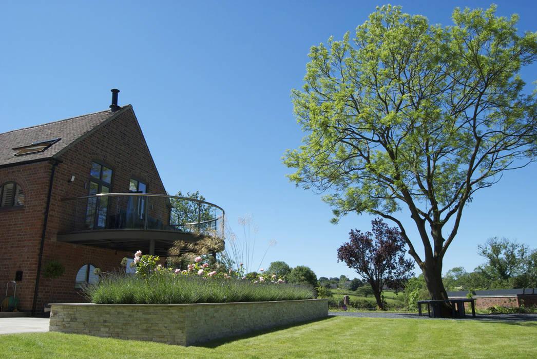 Feature planting and tree Modern Garden by Lush Garden Design Modern