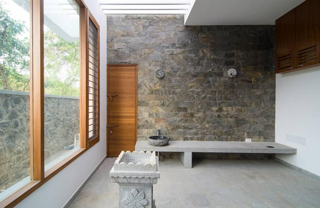 Mrs.&Mr. REKHA THANGAPPAN RESIDENCE AT JUHU BEACH, KAANATHUR, EAST COAST ROAD, CHENNAI:  Living room by Muraliarchitects,Modern