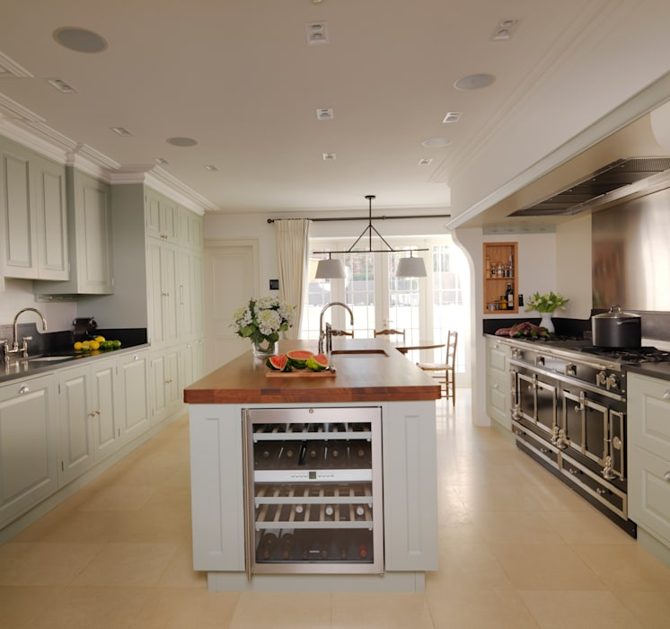 Kensington Kitchen designed and made by Tim Wood de Tim Wood Limited Moderno Madera Acabado en madera