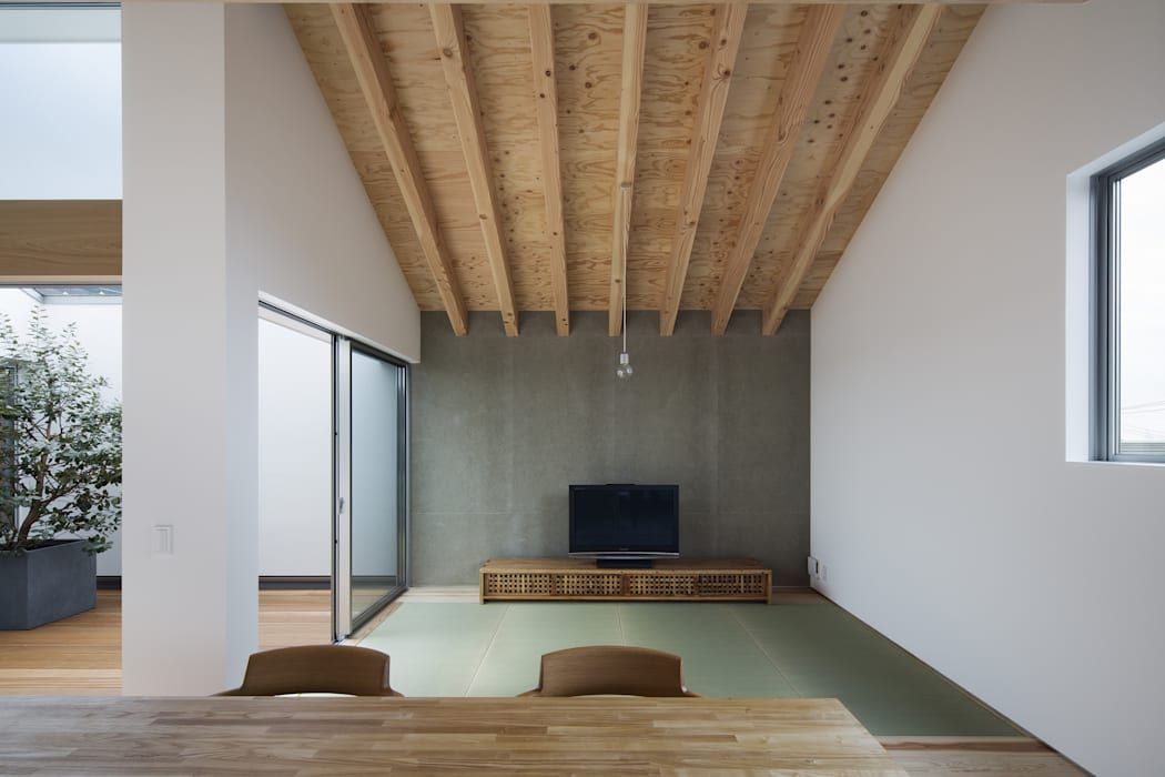Moderne Wohnzimmer von プラスアトリエ一級建築士事務所 Modern