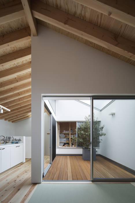 Modern style gardens by プラスアトリエ一級建築士事務所 Modern