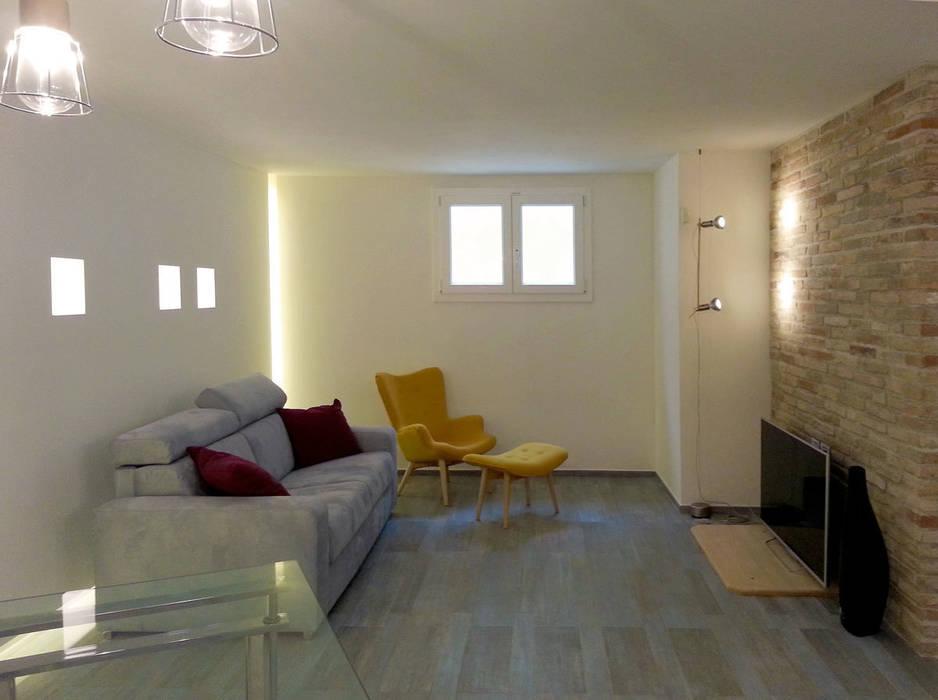 zona relax: Sala multimediale in stile  di studio radicediuno