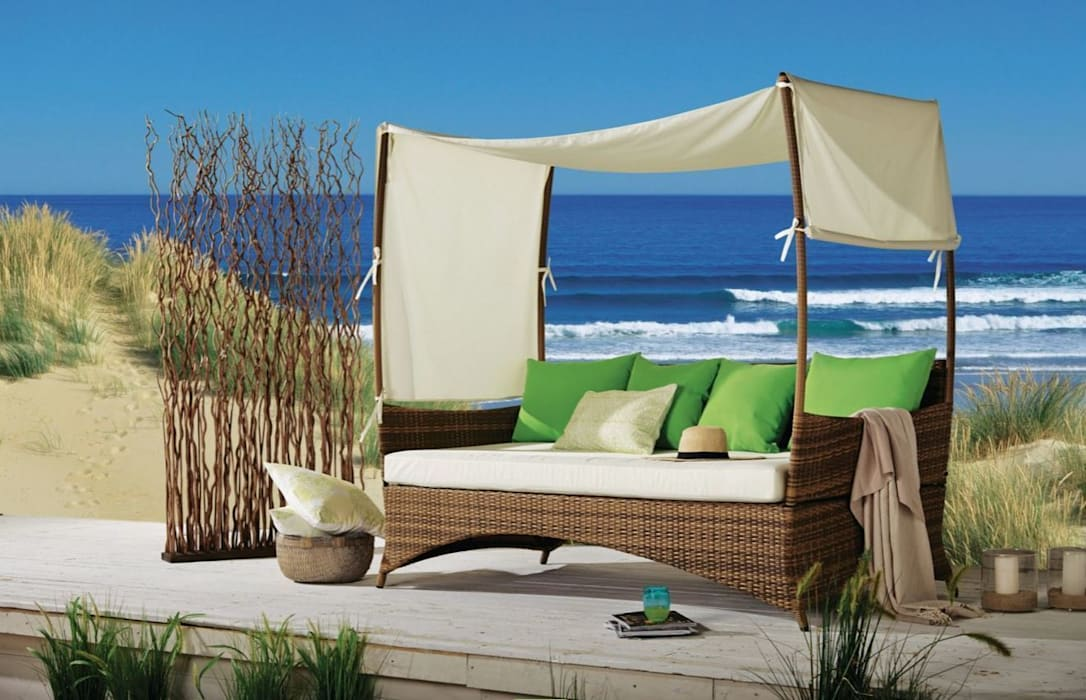 Gartensofa mit Dach aus Kunstrattan, braun von homify Mediterran