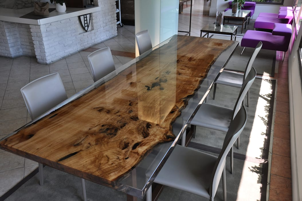 BRICCOLA and EPOXY RESIN TABLE di homify Moderno