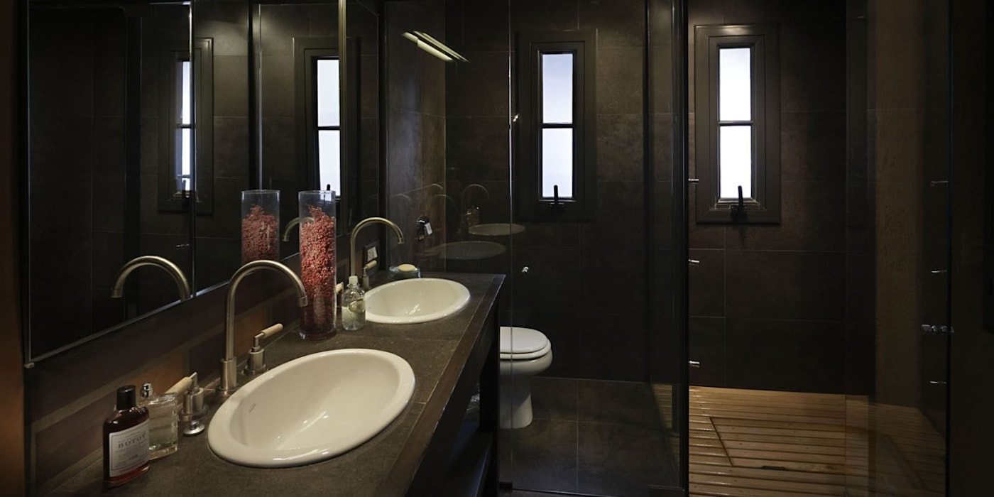Chalet Atamisque Baños rústicos de Bórmida & Yanzón arquitectos Rústico