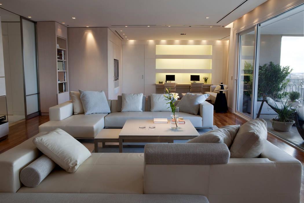 Salones de estilo moderno de LIVE IN Moderno