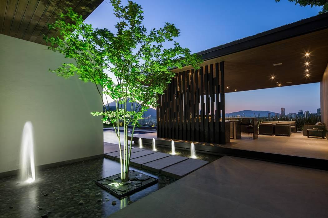 Casa MT: Jardines de estilo  por GLR Arquitectos, Moderno