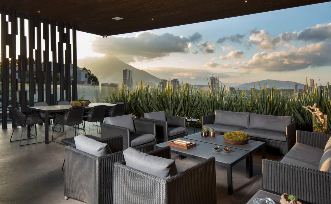 Balkon, Beranda & Teras Modern Oleh GLR Arquitectos Modern
