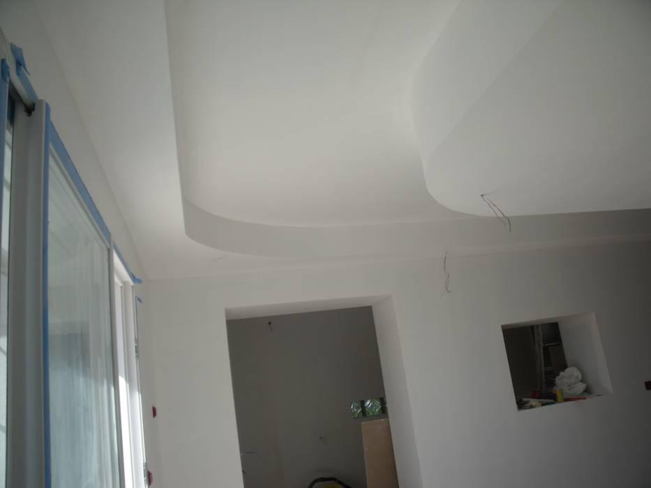 Faux plafonds : Salon de style de style Moderne par POSITIV'AGENCEMENT