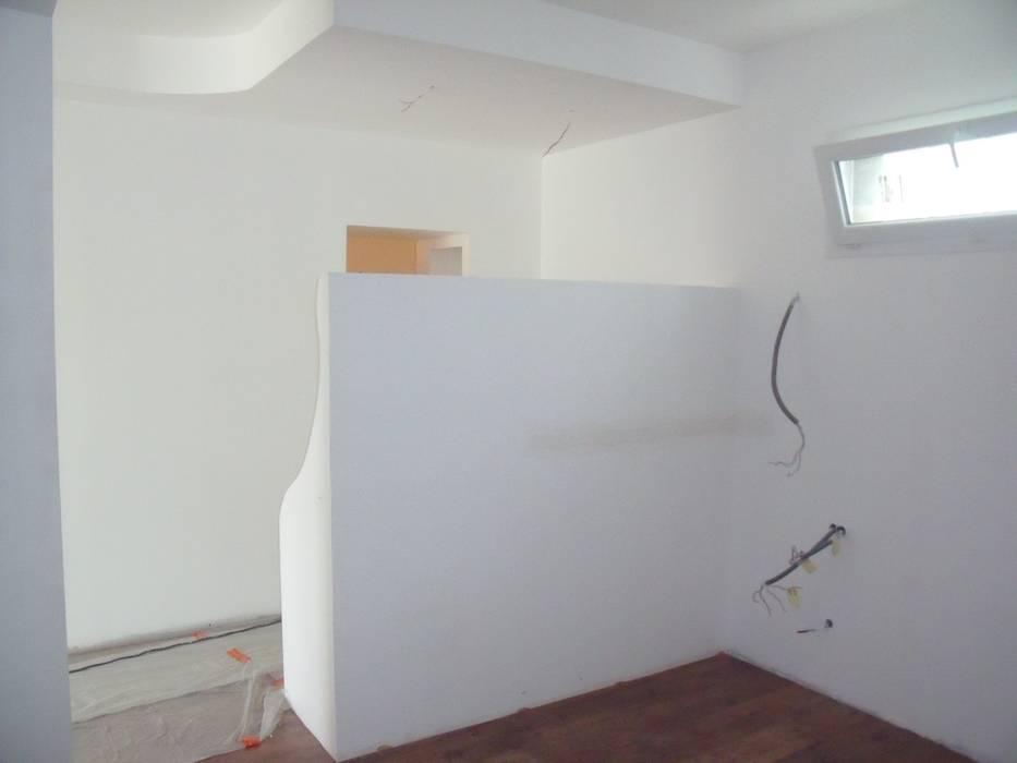 Cloisonnement du bureau avec la chambre: Chambre de style  par POSITIV'AGENCEMENT