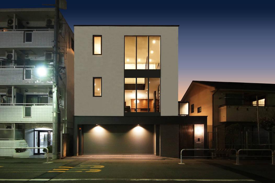昼夜で異なる表情を見せる外観デザイン TERAJIMA ARCHITECTS/テラジマアーキテクツ モダンな 家