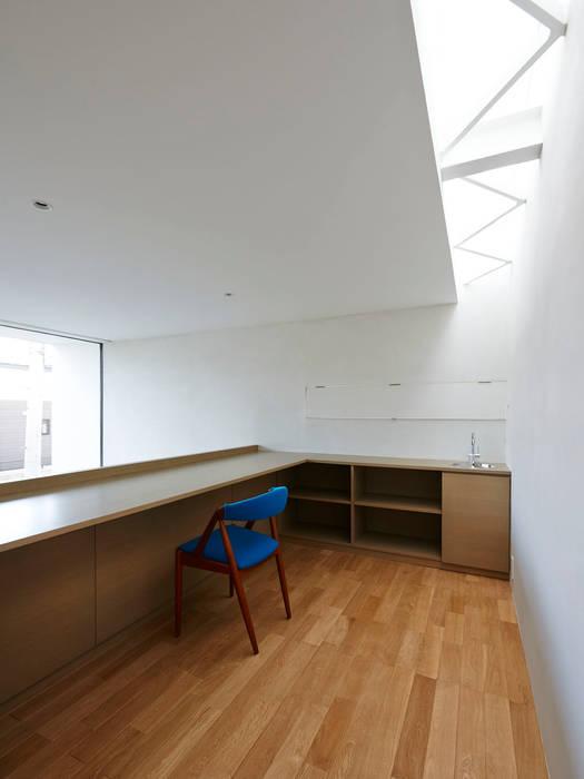 Modern Houses by 小野里信建築アトリエ Modern