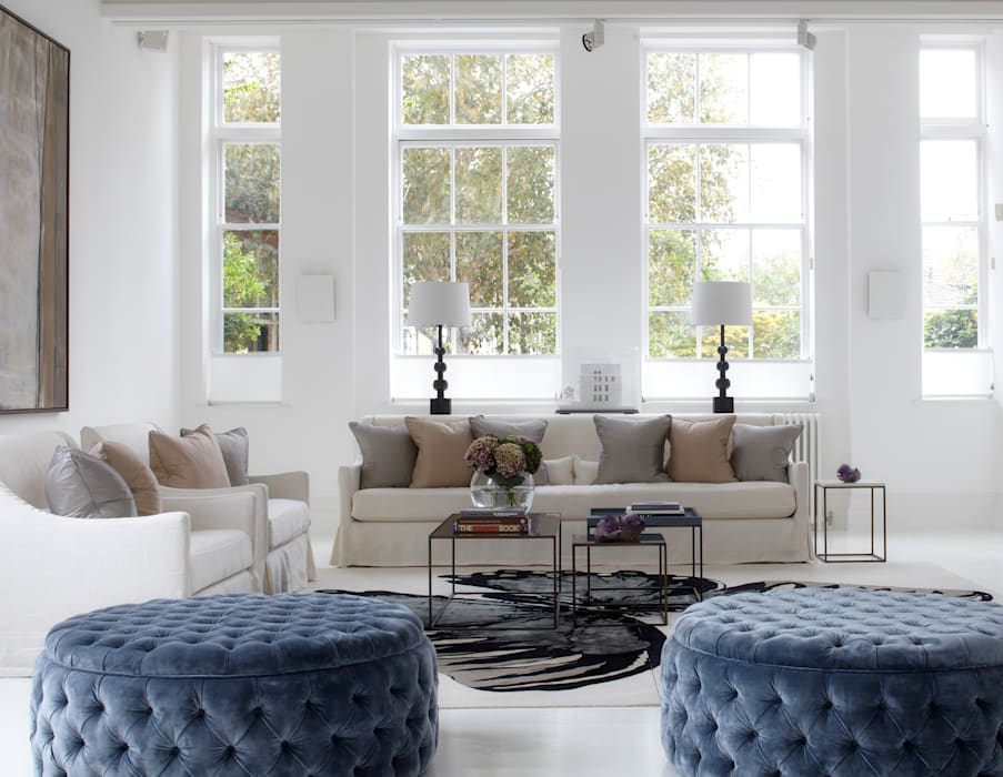 Light and bright! Classic style living room by CC Construction Classic