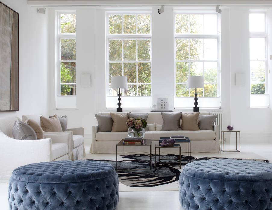 Light and bright! Livings de estilo clásico de CC Construction Clásico