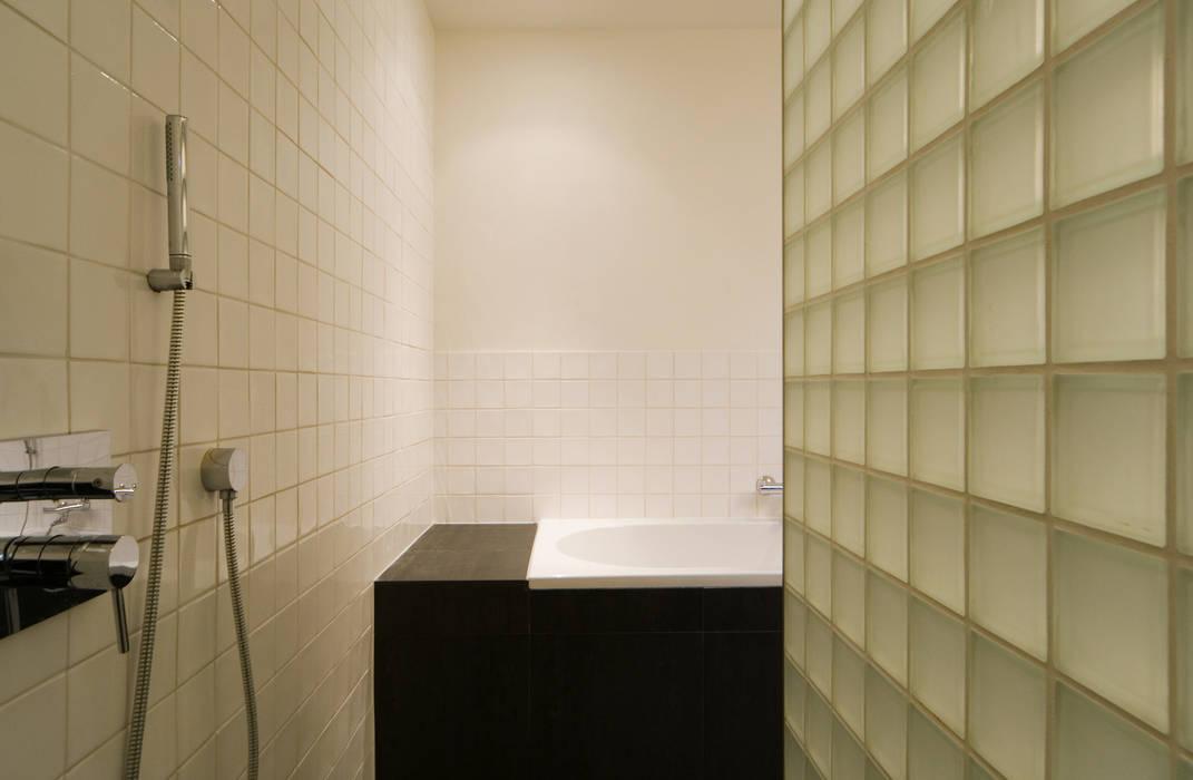 Drive-in c8 | douche Moderne badkamers van VHS Architecten Modern