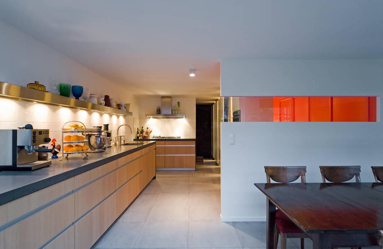 Drive-in c8 | keuken:  Keuken door VHS Architecten