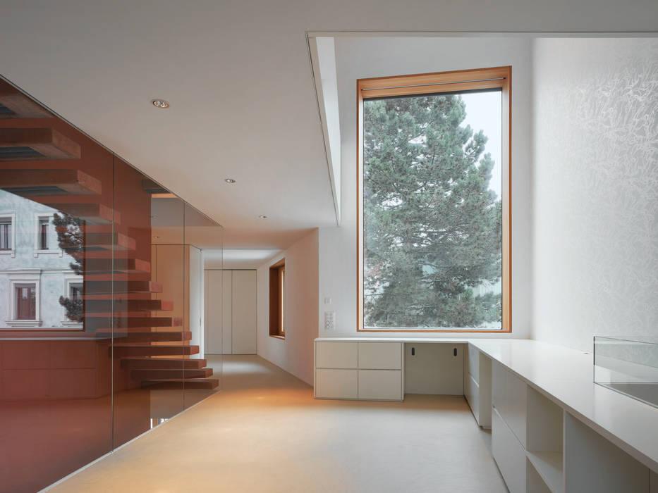 Cửa sổ & cửa ra vào phong cách hiện đại bởi Bob Gysin + Partner BGP Hiện đại