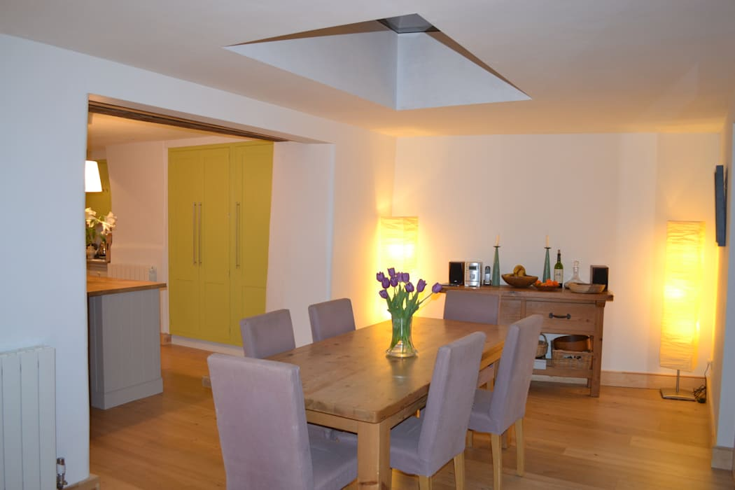 New dining room in the evening Modern dining room by homify Modern