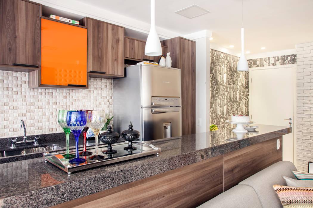 Cozinha por Biarari e Rodrigues Arquitetura e Interiores Moderno Madeira Efeito de madeira