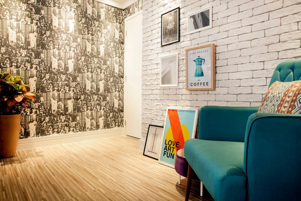 Hall de entrada por Biarari e Rodrigues Arquitetura e Interiores Moderno Madeira Efeito de madeira