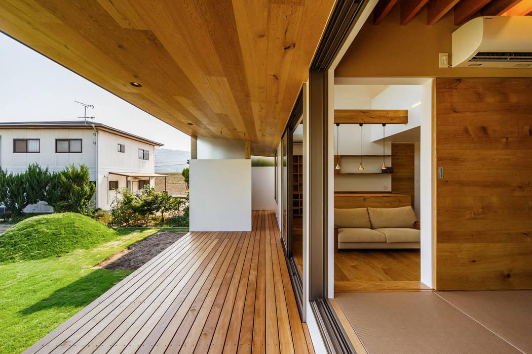 Балкон в скандинавском стиле от 一級建築士事務所haus Скандинавский