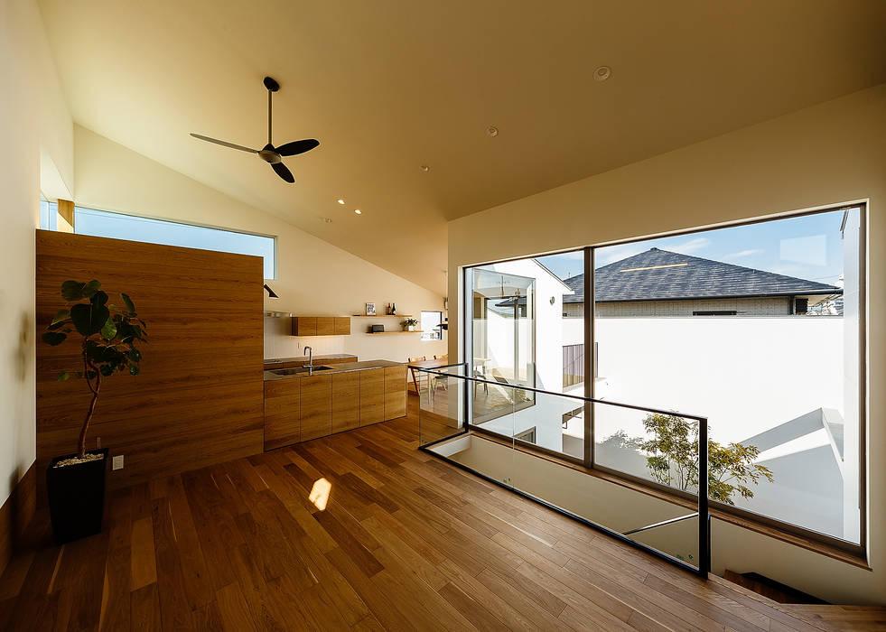 Salas / recibidores de estilo  por 一級建築士事務所haus,