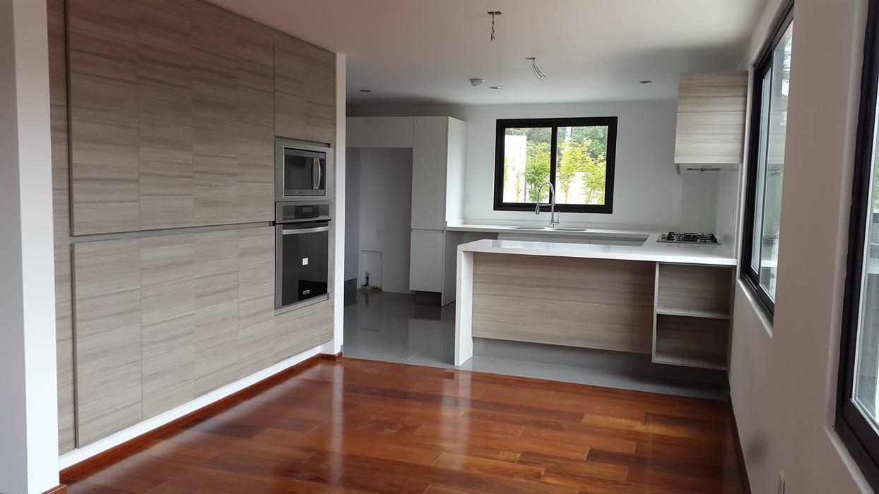 Biasazza Cocinas modernas de InteriorEs Silvana McColgan Moderno