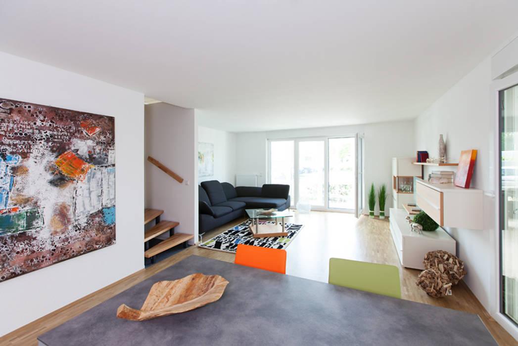 Das Musterhaus Im Haus Wohnzimmer Von Weisenburger Bau Homify