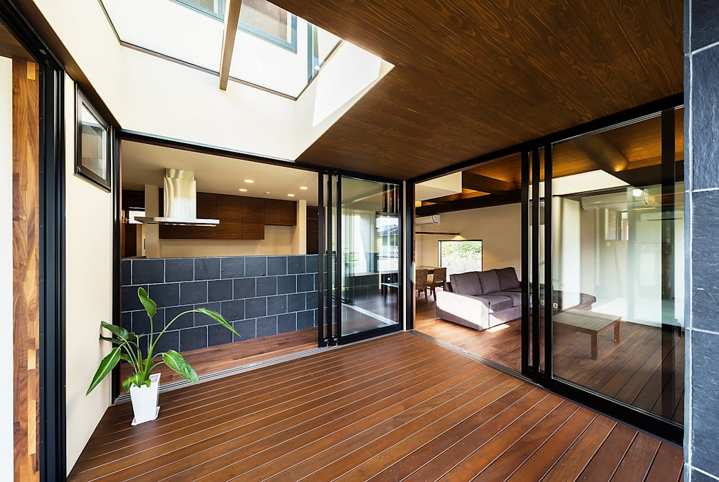 Balkon, Beranda & Teras Gaya Asia Oleh 一級建築士事務所haus Asia