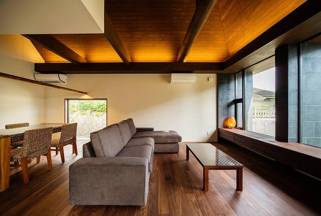 Ruang Keluarga Gaya Asia Oleh 一級建築士事務所haus Asia