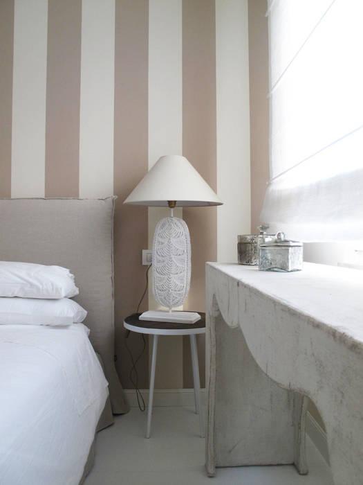 Casa fiori: camera da letto in stile in stile mediterraneo di studio ...