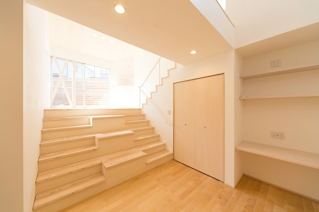 Koridor & Tangga Modern Oleh 株式会社かんくう建築デザイン Modern