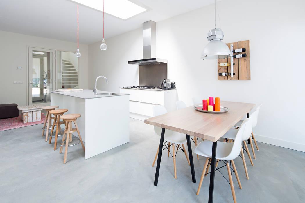 3 drive-in woningen Moderne keukens van AERDE BORGERT ARCHITECTEN Modern