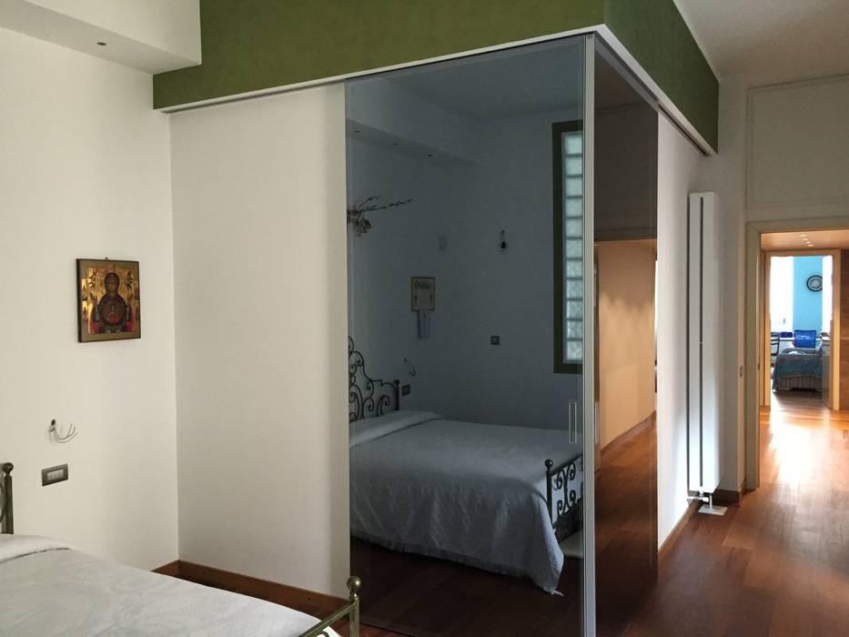 Cabina armadio angolo: camera da letto in stile di fausti cucine ...