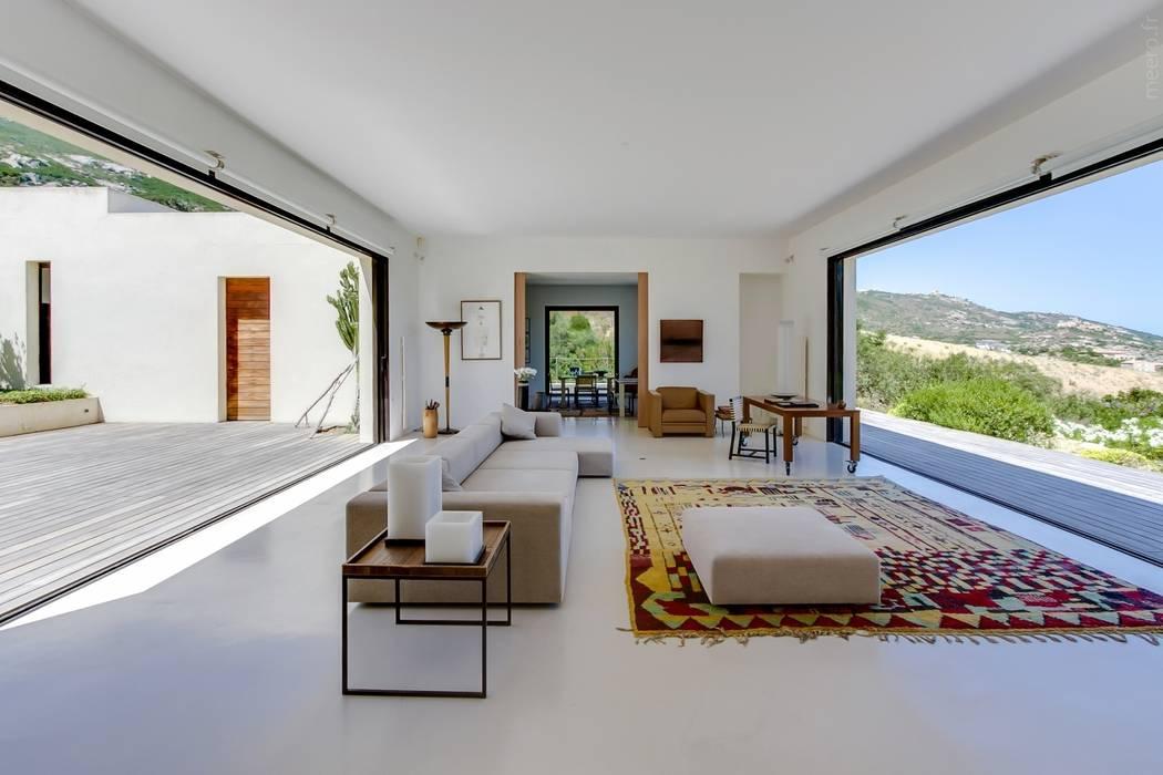 maison en corse salon de style par meero homify. Black Bedroom Furniture Sets. Home Design Ideas