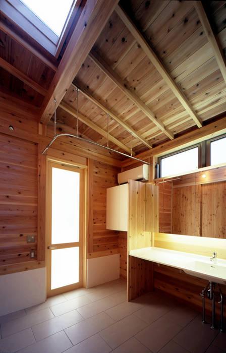 Baños de estilo ecléctico de HAN環境・建築設計事務所 Ecléctico Madera Acabado en madera