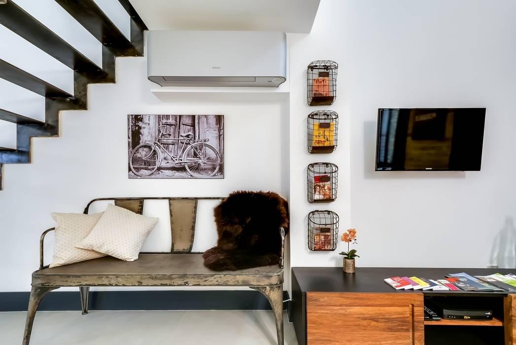 Loft parisien: Salon de style de style Industriel par Meero
