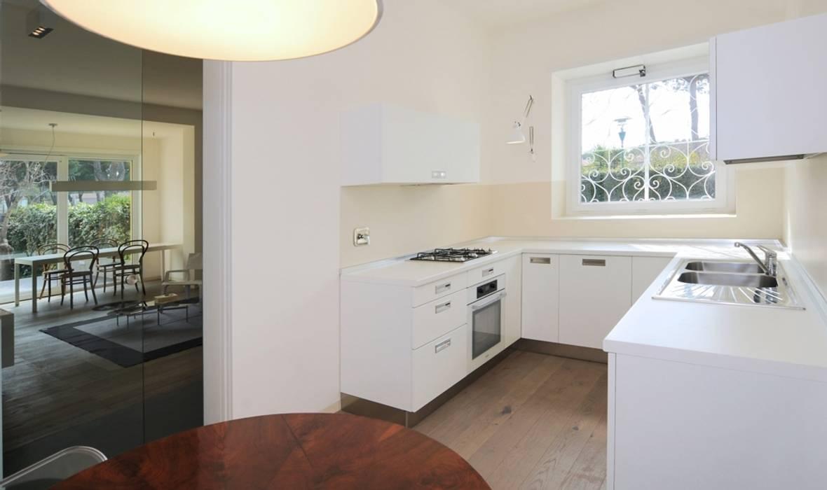 Cuisine moderne par na3 - studio di architettura Moderne Bois Effet bois