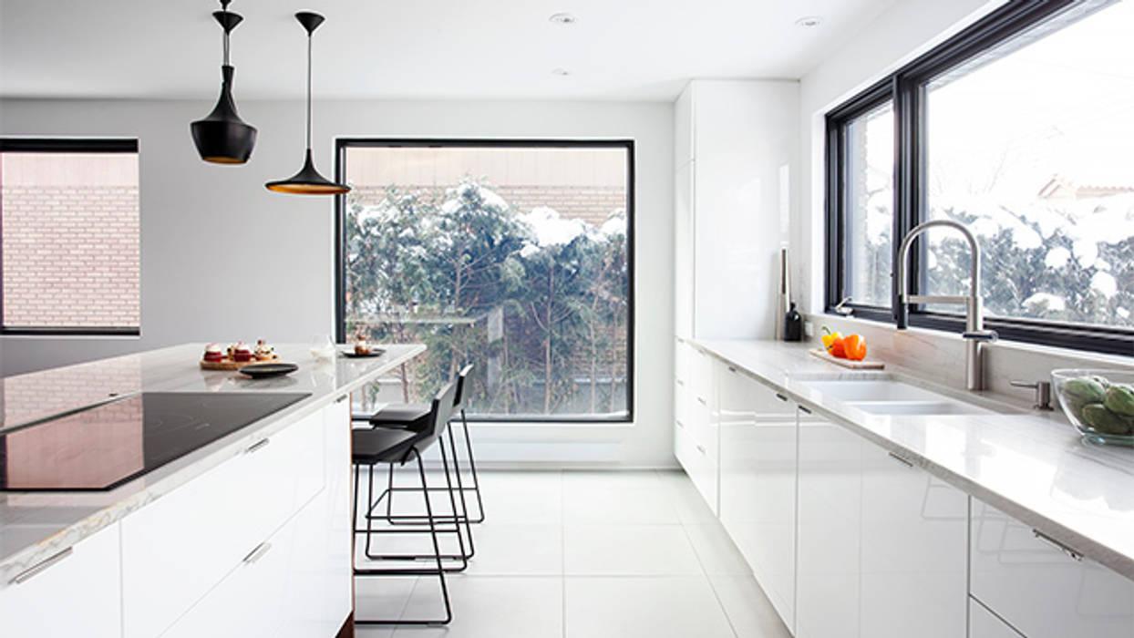 Cocinas de estilo moderno de Catlin stothers Interior Moderno