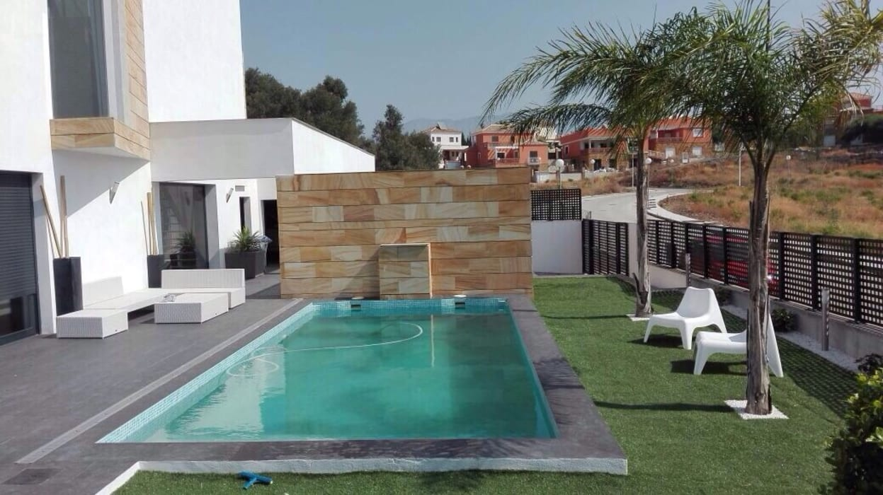 Modern pool by Complot Arquitectos Modern