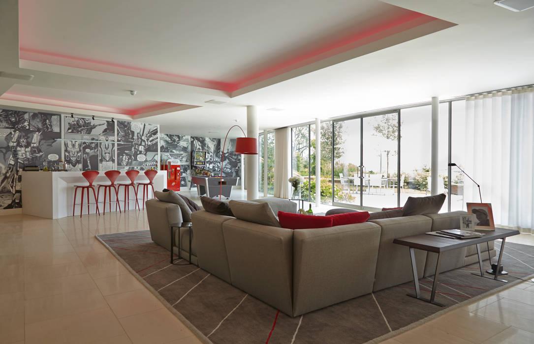 Гостиная в . Автор – Concept Interior Design & Decoration Ltd, Модерн