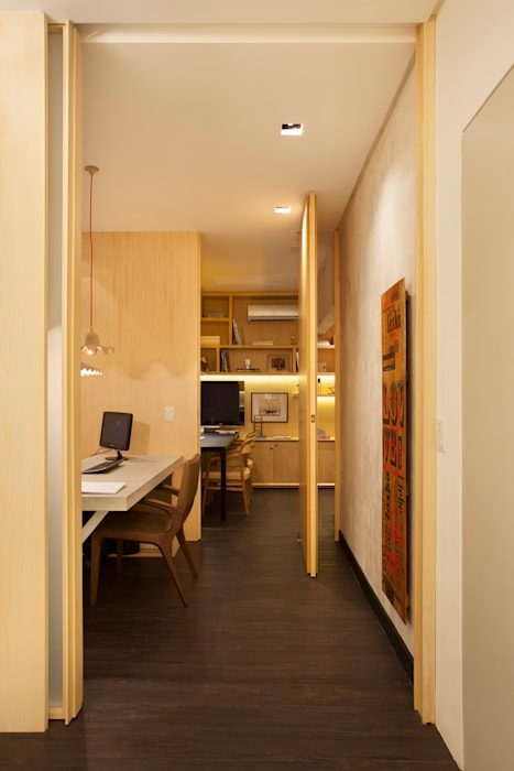 Modern Study Room and Home Office by BC Arquitetos Modern