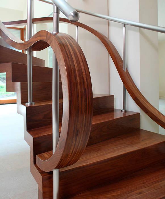 ST855 Schody nowoczesne dywanowe / ST855 Modern Zigzag Stairs: styl , w kategorii Korytarz, przedpokój zaprojektowany przez Trąbczyński