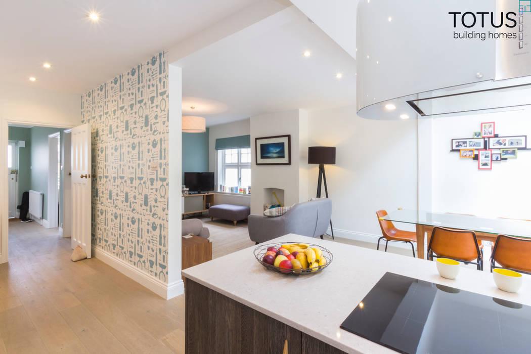 New life for a 1920s home - extension and full renovation, Thames Ditton, Surrey Cocinas de estilo moderno de TOTUS Moderno