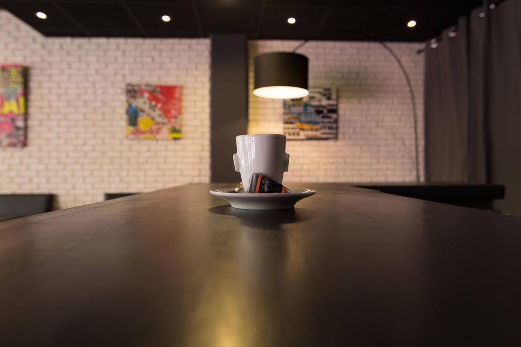 Bar: Bars & clubs de style  par Anne Martins Design