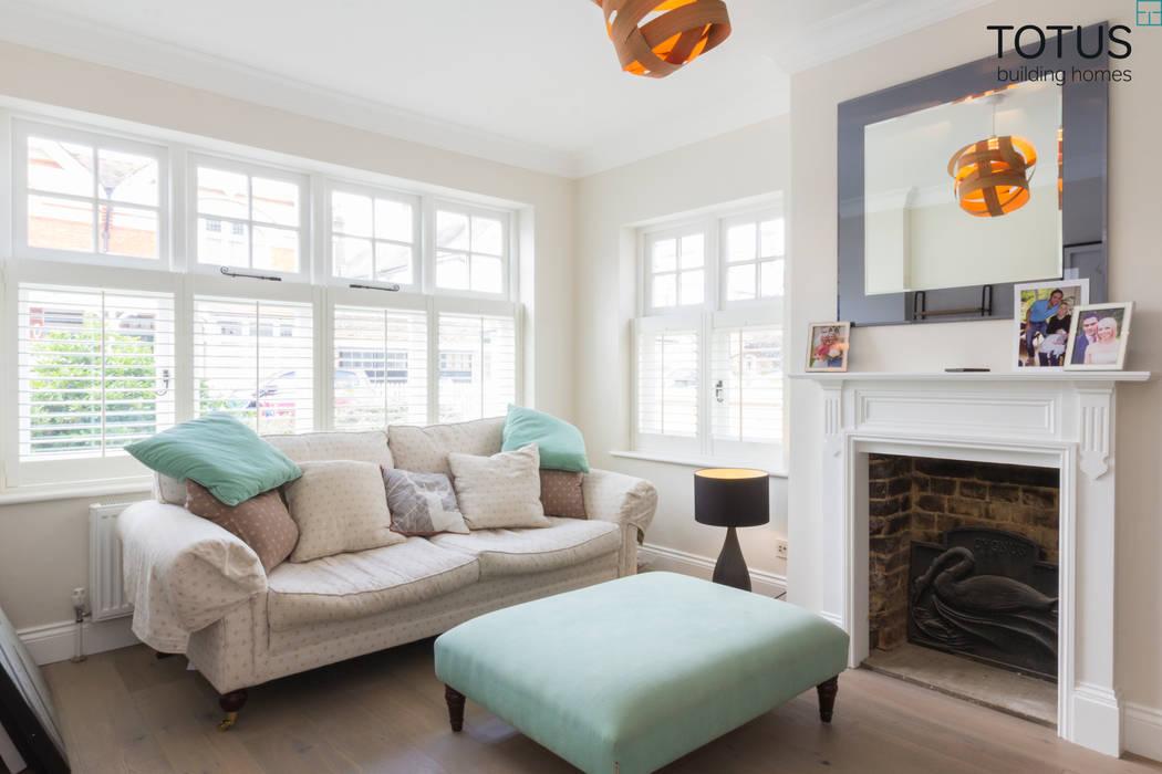 New life for a 1920s home - extension and full renovation, Thames Ditton, Surrey Salas de estilo clásico de TOTUS Clásico