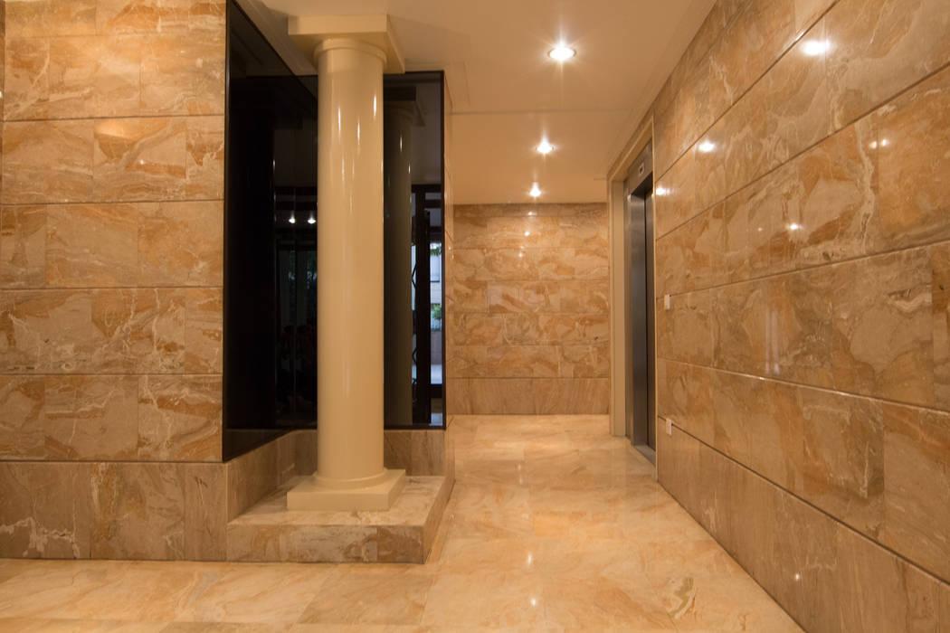 Hall d'entrée: Locaux commerciaux & Magasins de style  par Anne Martins Design