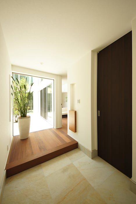 Modern corridor, hallway & stairs by TERAJIMA ARCHITECTS Modern