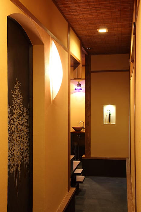Asian style corridor, hallway & stairs by 有限会社 TEAMWORKS Asian