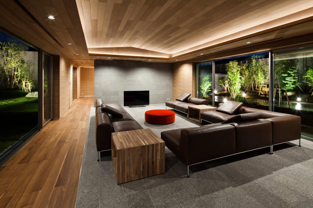 リビングルーム: 依田英和建築設計舎が手掛けたリビングです。,